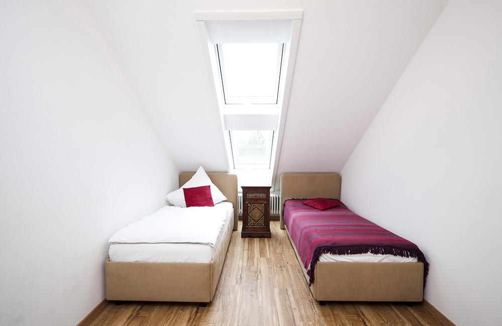 http://www.hotel-roemerstadt.de/wp-content/MG_0044_Appartment-XL-im-Hotel-Roemerstadt-Donauwoerther-Strasse-Gersthofen.jpg