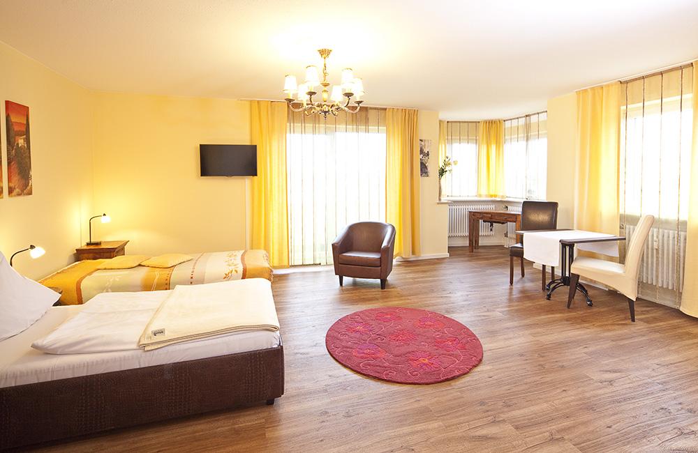 http://www.hotel-roemerstadt.de/wp-content/MG_0131_Appartment-M-im-Hotel-Roemerstadt-Donauwoerther-Strasse-Gersthofen.jpg