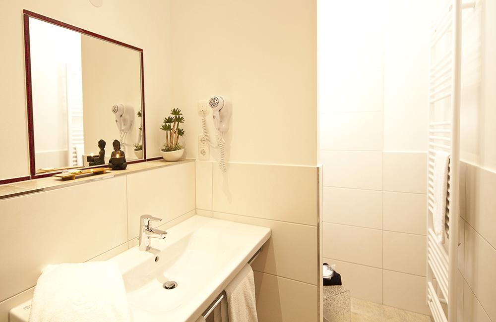 http://www.hotel-roemerstadt.de/wp-content/MG_9884_Superior-Zimmer-im-Hotel-Roemerstadt-Donauwoerther-Strasse-Gersthofen.jpg